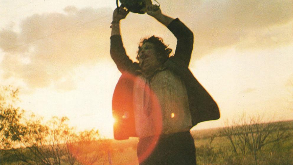 HANDOUT - Gunnar Hansen als Leatherface in einer undatierten Szene des Films «The Texas Chainsaw Massacre». Der Film kommt