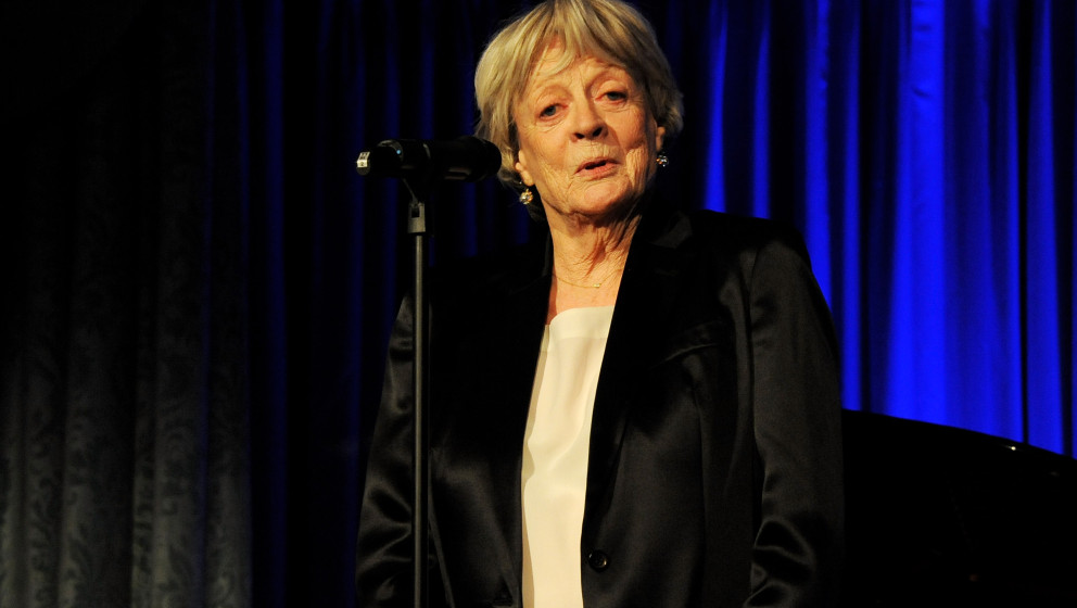 LONDON, ENGLAND - NOVEMBER 17:  Dame Maggie Smith accepts The London Evening Standard Theatre Icon Aawrd at the 59th London E