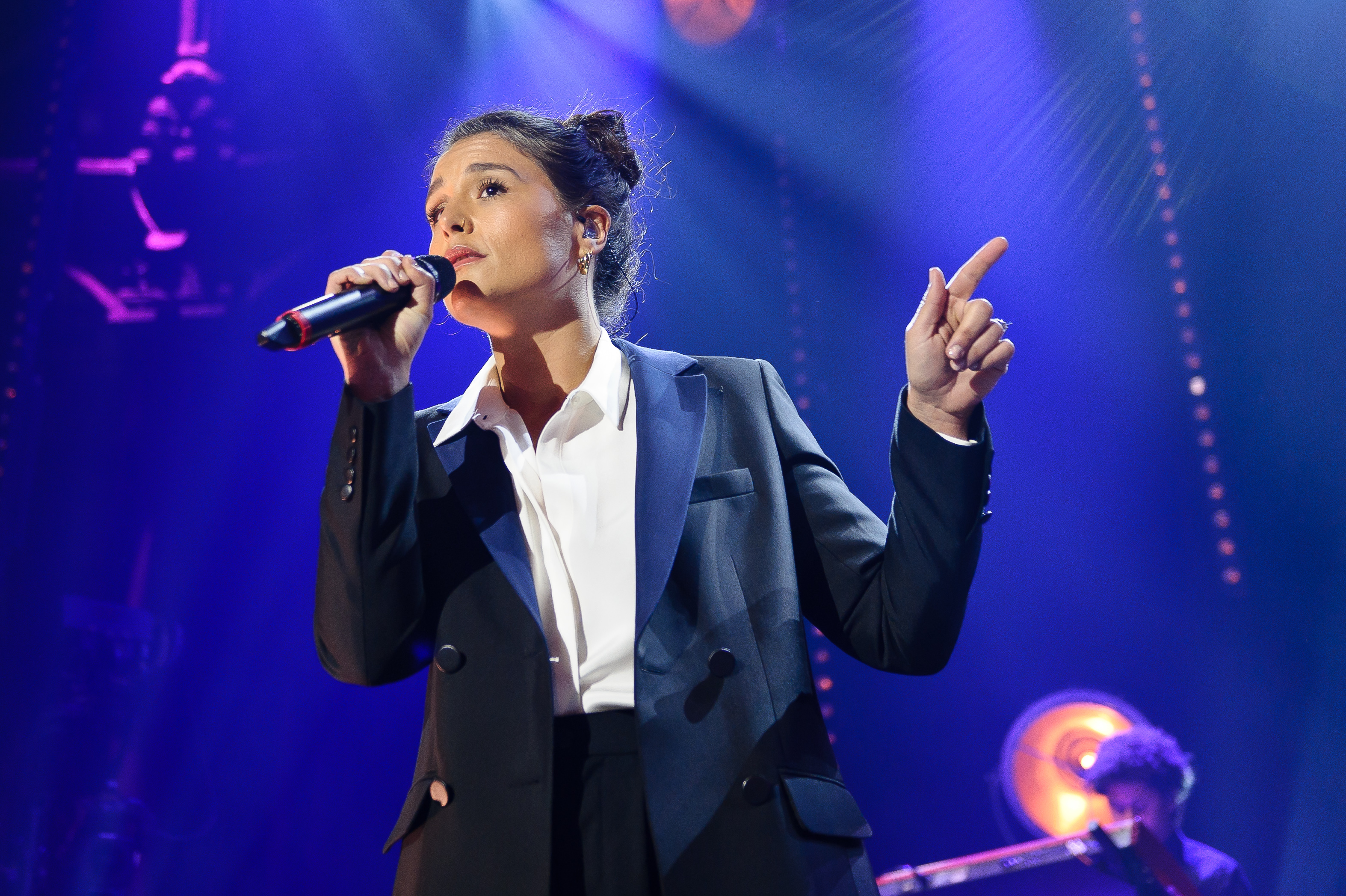 LONDON, UNITED KINGDOM - MAY 30: Jessie Ware performs 'Leave your lover' on stage with Sam Smith at The Roundhouse on May 30,