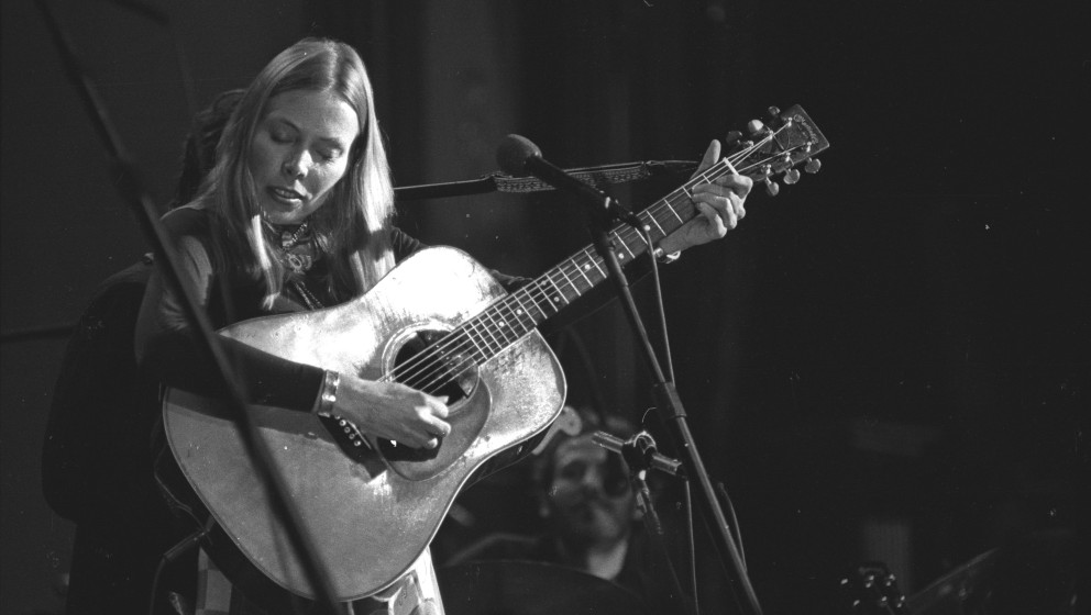 UNSPECIFIED - CIRCA 1976:  Photo of Joni Mitchell, Mitchell Joni 094 c MOA (The Last Waltz Nov 1976 Winterland San Francisco)