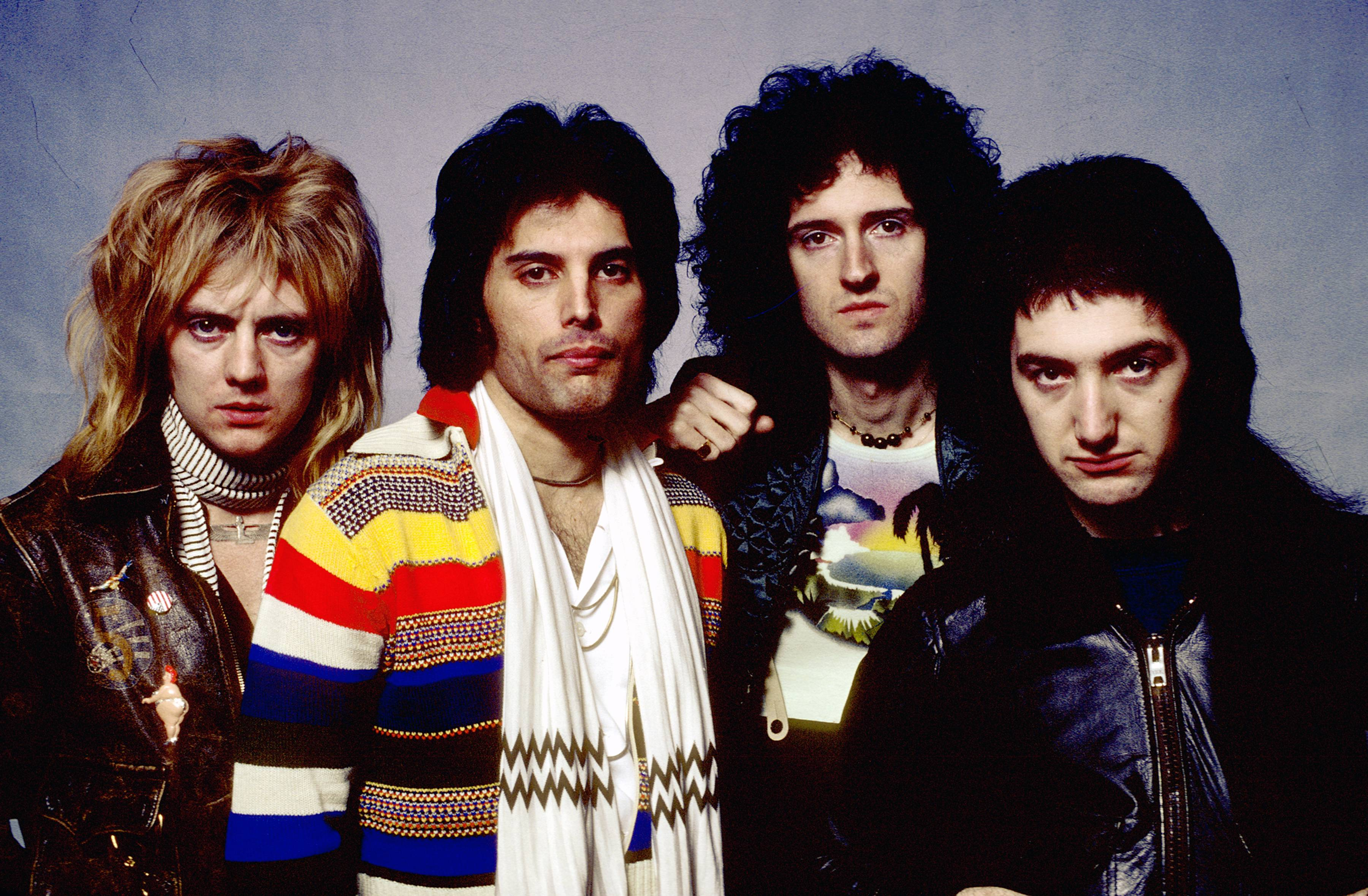 UNITED STATES - circa 1977:  NASSAU COLISEUM  Photo of QUEEN and Roger TAYLOR and Freddie MERCURY and Brian MAY and John DEAC