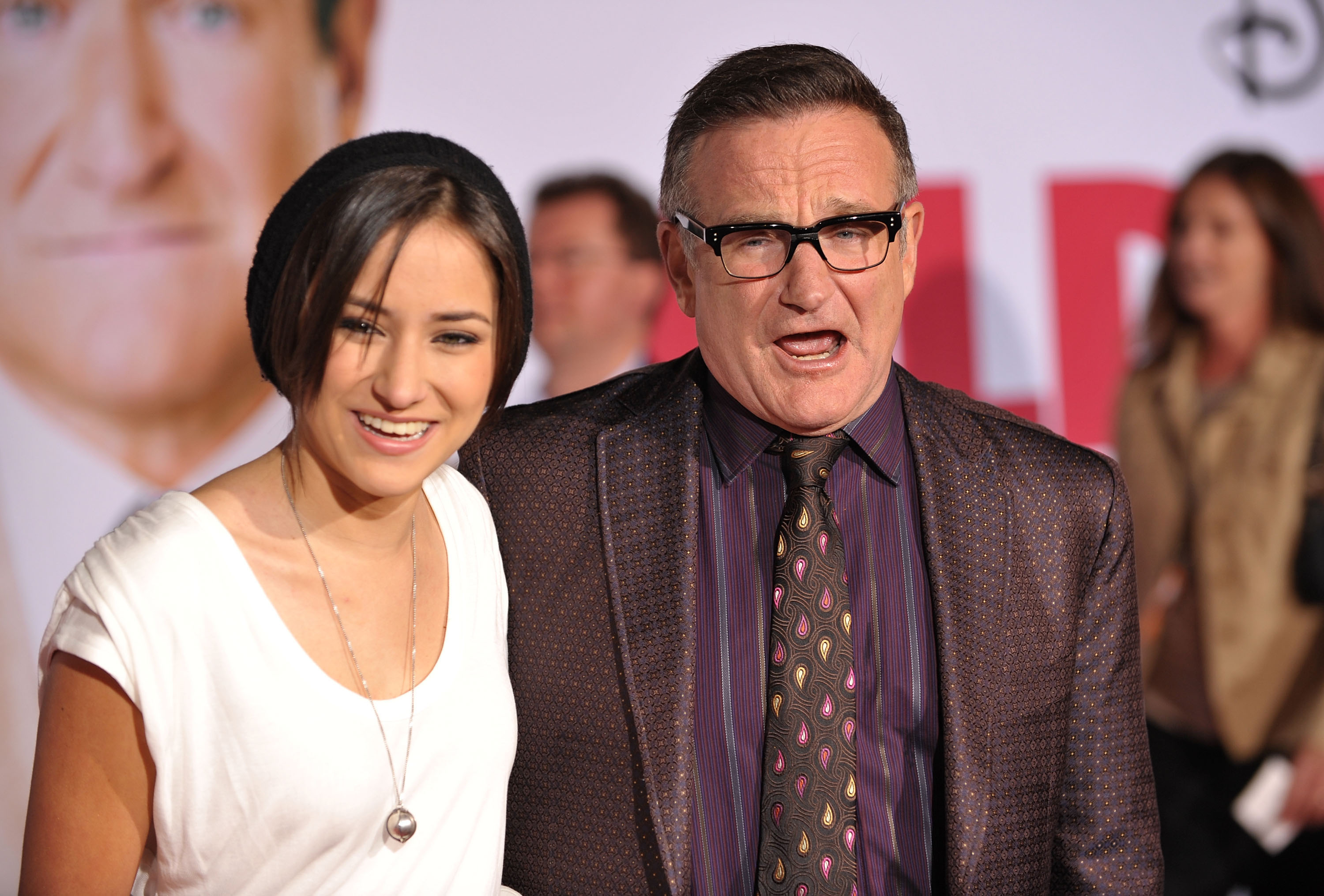 HOLLYWOOD - NOVEMBER 09:  Zelda Williams and Robin Williams arrive at the 'Old Dogs' Premiere at the El Capitan Theatre on No