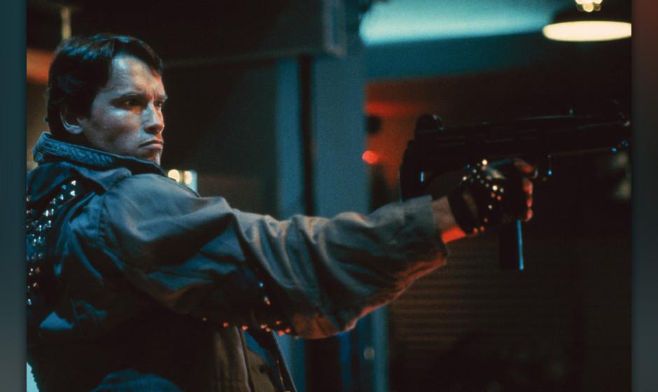Terminator (The Terminator, USA/GB 1984, Regie: James Cameron) Arnold Schwarzenegger / Mann, Cyborg, Menschmaschine mit Waffe