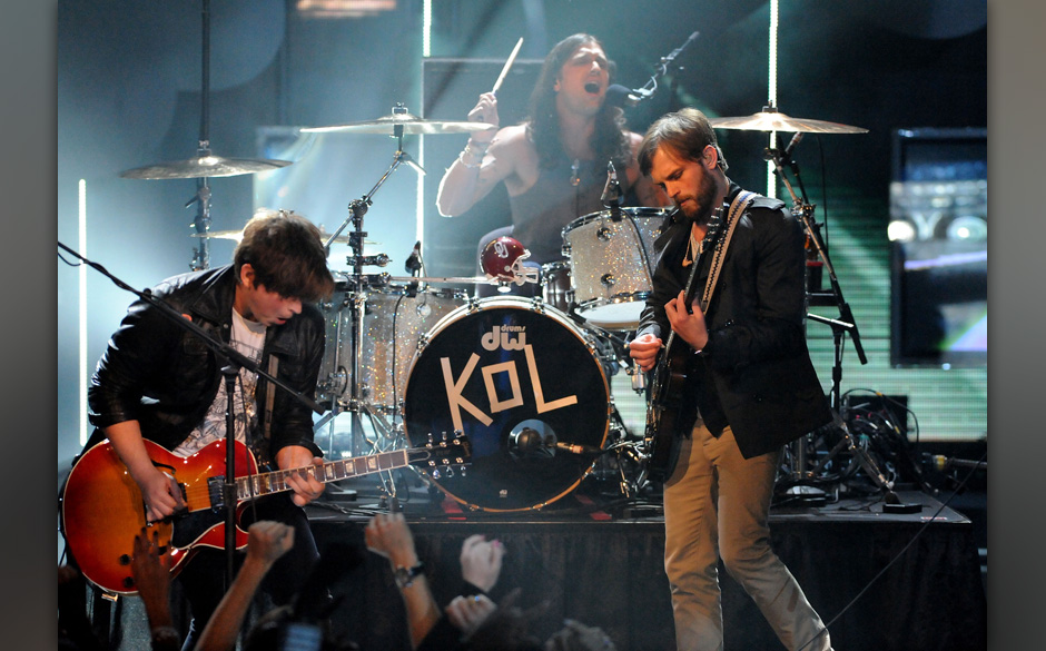 UNIVERSAL CITY, CA - MAY 31:  Musician Caleb Followill of Kings of Leon onstage during the 2009 MTV Movie Awards held at the