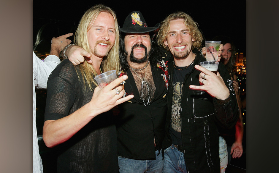 LAS VEGAS - AUGUST 25:  (L-R) Guitarist Jerry Cantrell, former Pantera and Damageplan drummer Vinnie Paul and Nickelback fron