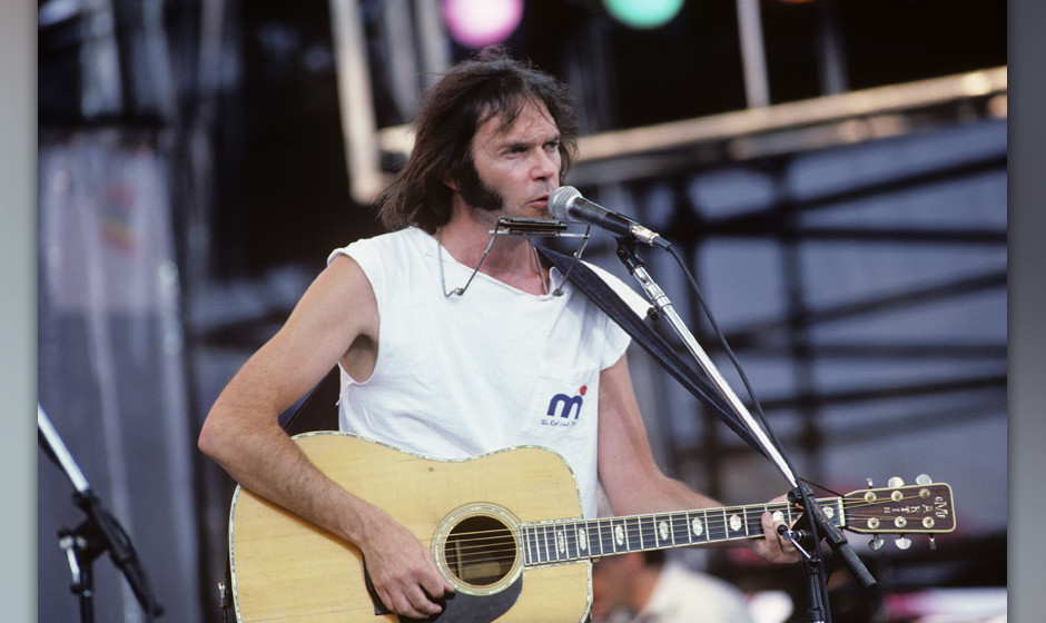 PHILADELPHIA, USA - 13th JULY: Canadian singer/songwriter Neil Young perofrms live on stage at Live Aid in Philadelphia, Penn