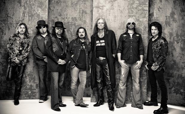 Das 1977 erschienene Lynyrd-Skynyrd-Album  'Street Survivors' war eine befremdliche Angelegenheit. Das Cover zeigt die Band e