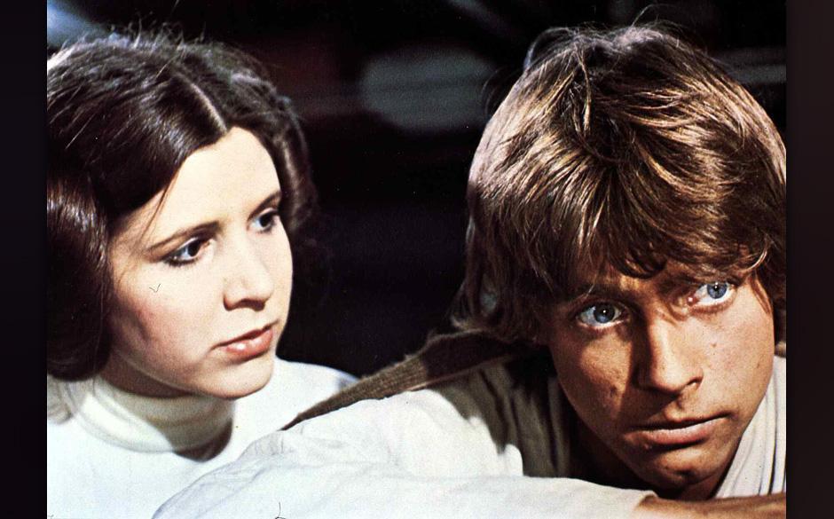 Star Wars  (1977) Carrie Fisher, Mark Hamill Nachdem die Flucht vom 'Todesstern' gelungen ist, suchen Luke Skywalker (Mark Ha