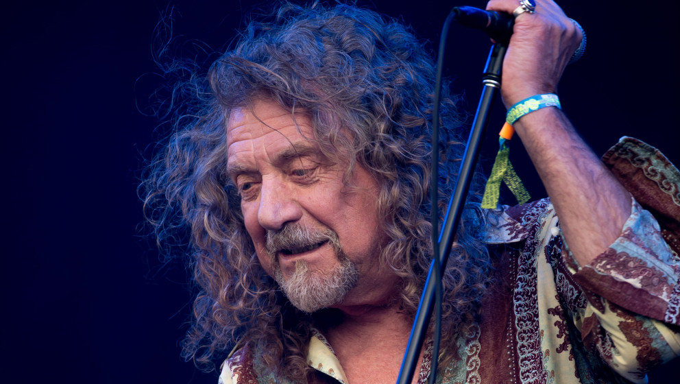 GLASTONBURY, ENGLAND - JUNE 28: Robert Plant performs on the Pyramid Stage during day 2 of the Glastonbury Festival at Worthy