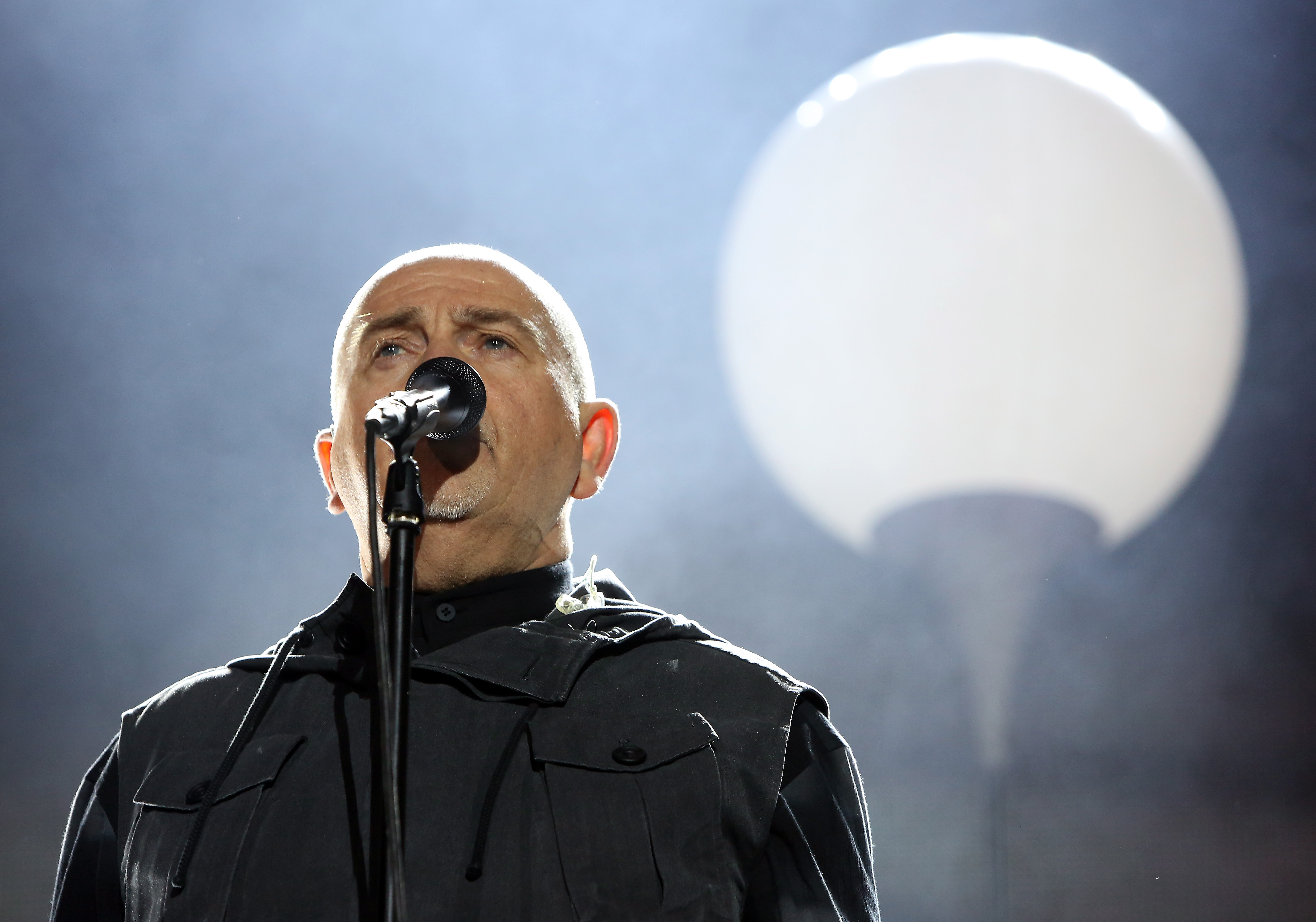 BERLIN, GERMANY - NOVEMBER 09:  Musician Peter Gabriel performs during celebrations for the 25th anniversary of the fall of t