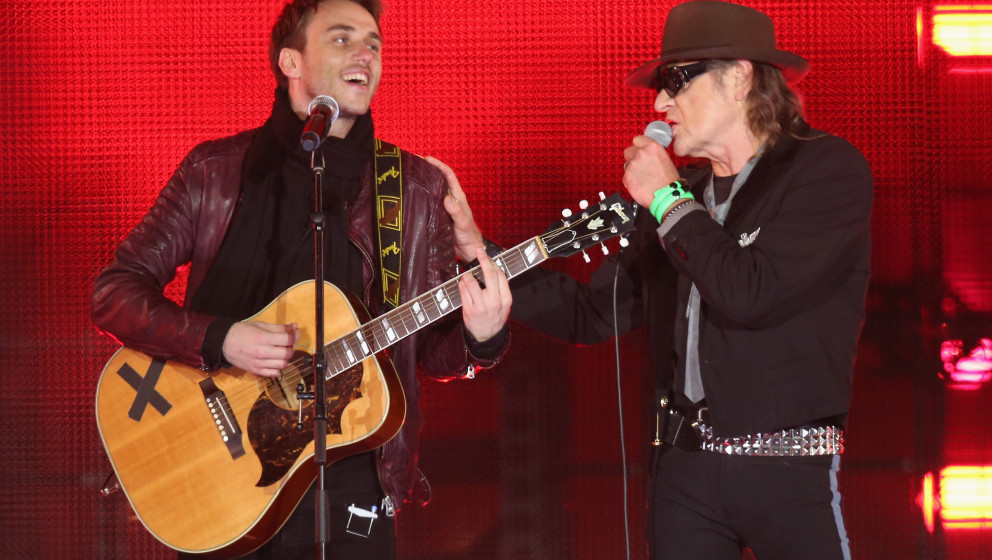 BERLIN, GERMANY - NOVEMBER 09:  Clueso (L) and Udo Lindenberg performs at the Brandenburg Gate during celebrations on the 25t