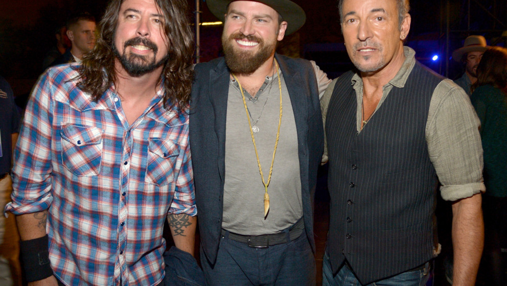 WASHINGTON, DC - NOVEMBER 11:  (L-R) Musician Dave Grohl, musician Zac Brown and singer Bruce Springsteen pose backstage at '