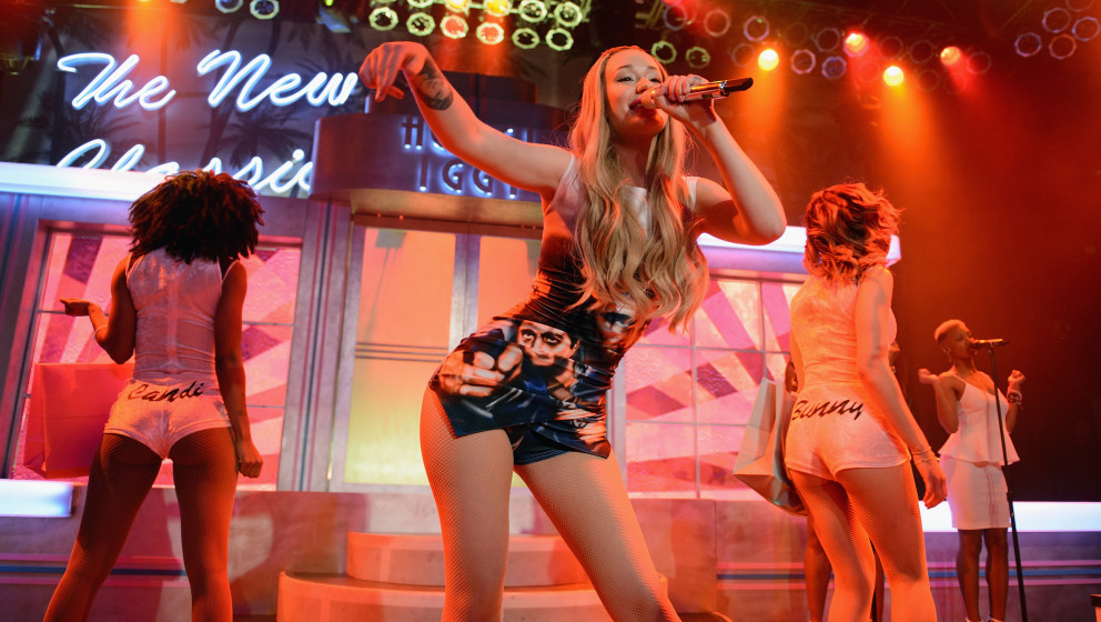 CHICAGO, IL - APRIL 27: Iggy Azalea performs on stage during The New Classic Tour at House Of Blues Chicago on April 27, 2014