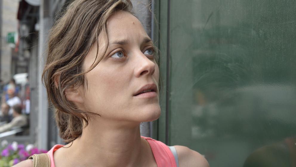 HANDOUT - Marion Cotillard als Hauptdarstellerin Sandra in einer Szene des Kinofilms 'Zwei Tage, eine Nacht' (undatierte Film