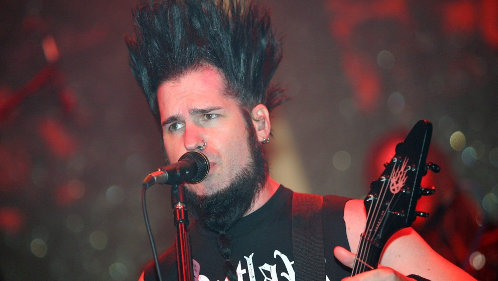 LAS VEGAS - OCTOBER 27:  Static-X frontman Wayne Static performs during a 'Saw III' soundtrack release party at the Rain Nigh