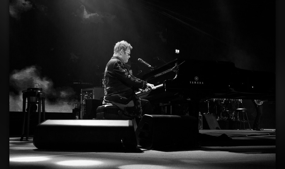 Elton John singt für David Bowie