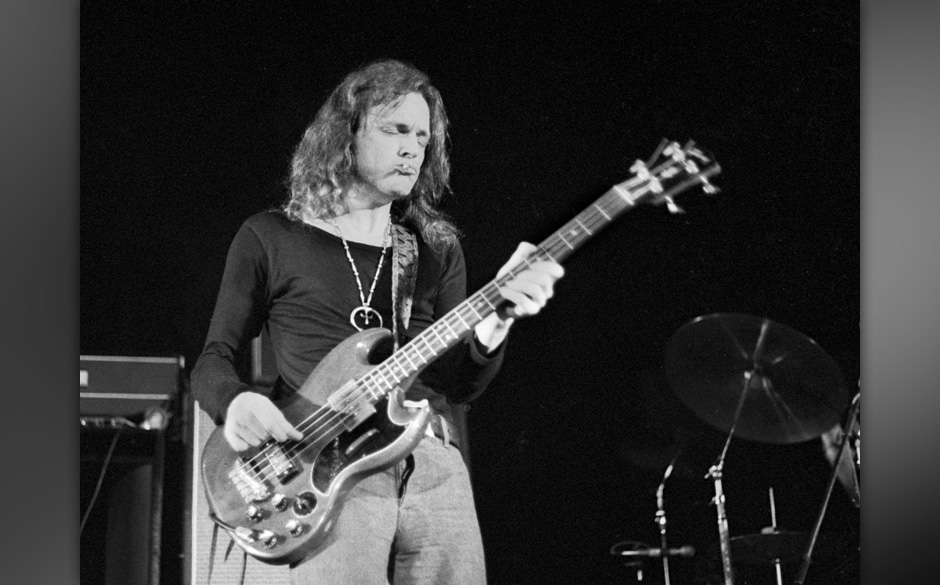 Jack Bruce of West, Bruce and Laing performs on stage Amsterdam, Netherlands, ca 1973. (Photo by Gijsbert Hanekroot/Redferns)