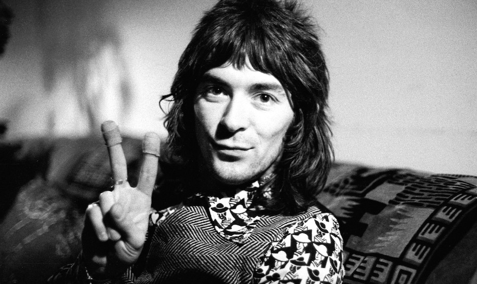 UNSPECIFIED - JANUARY 01:  Photo of FACES and Ian McLAGAN; Ian McLagan, posed, doing peace sign to camera  (Photo by Ian Dick