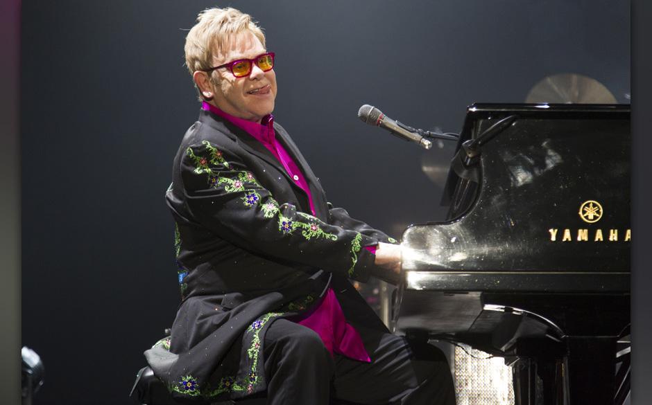9. Elton John (450 Millionen Dollar)