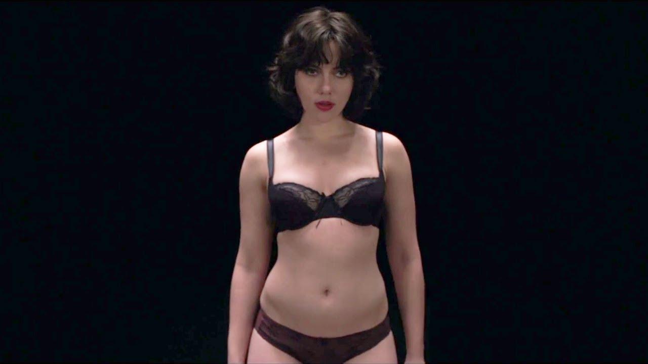 9. Under The Skin  Festival-Hit mit Scarlett Johansson als Alien (und nackt!), das wahllos Männer aus der Welt schafft. Mica