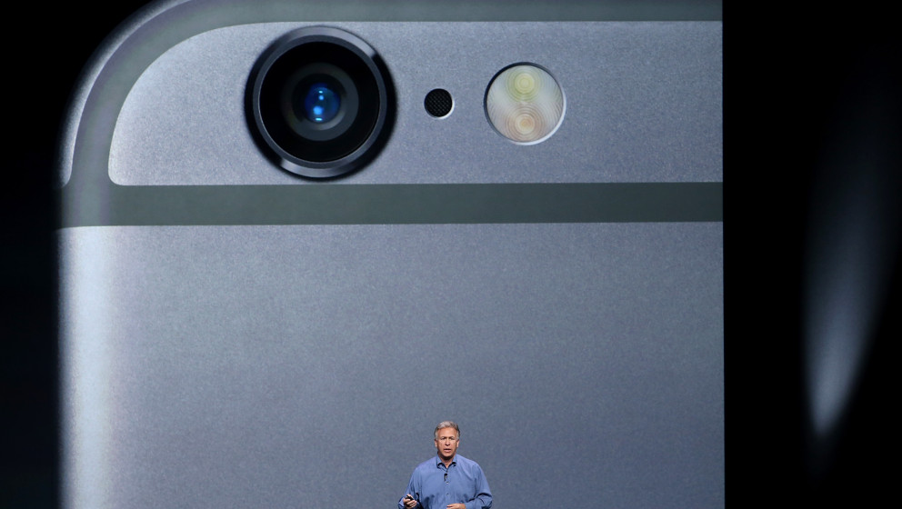 CUPERTINO, CA - SEPTEMBER 09:  Apple Senior Vice President of Worldwide Marketing Phil Schiller announcees the new iPhone 6 d