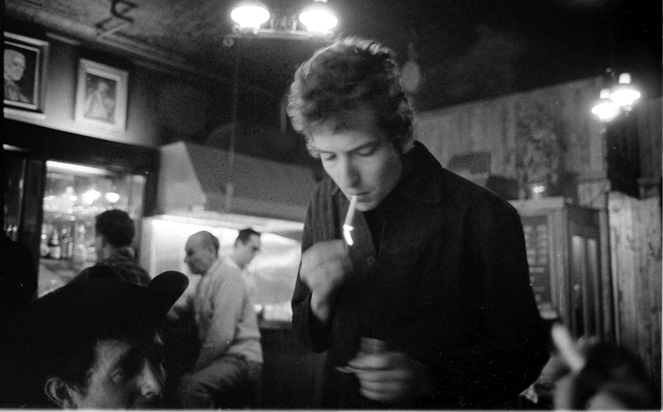UNITED STATES - JANUARY 01:  Photo of Bob DYLAN; in the Kettle of Fish Bar, Greenwich Village  (Photo by Douglas R. Gilbert/R