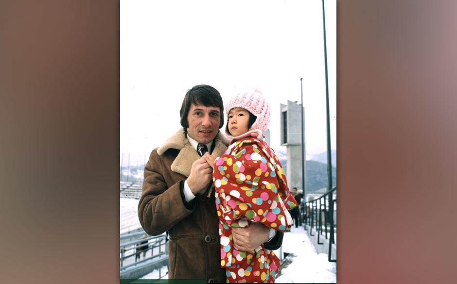 Udo Juergens, Kind, Tokio, Japan, Asien, Winter, Schnee, dah; (Photo by Peter Bischoff/Getty Images)