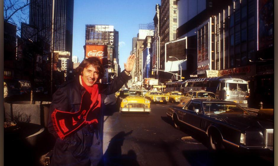 Udo Jürgens, Spaziergang, Time Square, New York, USA, 01.02.1977, Urlaub, Reklame, Hochhäuser,Taxi, Sänger, Schlagersänge