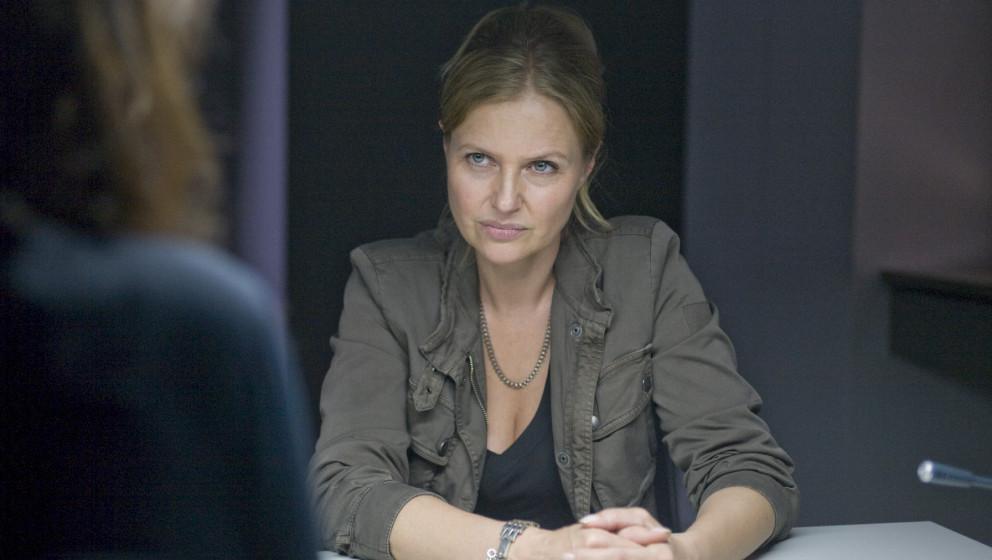 Vera Lanz (Katharina Bšhm, r.) mšchte mehr von Nora Bendix (Ulli Maier, l.) erfahren. Honorarfrei - nur fŸr diese Sendung