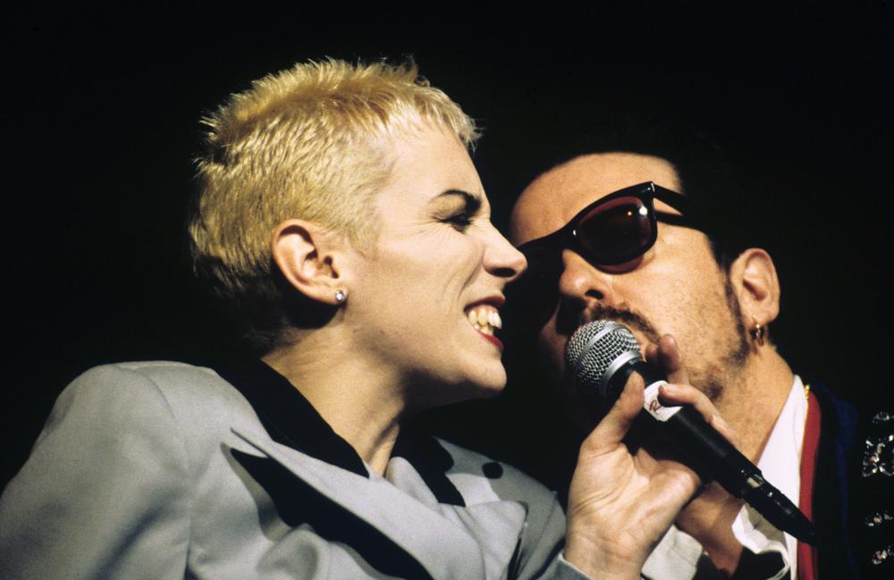 Das britische Pop-Duo Eurythmics, Annie Lennox und Dave Stewart, bei einem Auftritt in London.