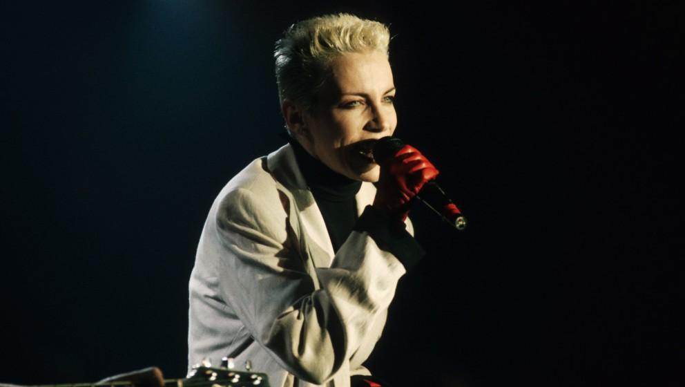 Annie Lennox (Eurythmics), 1988 / Musik, music, Pop, singer, Sängerin, Personen,  Auftritt, Gesang, rote Handschuhe