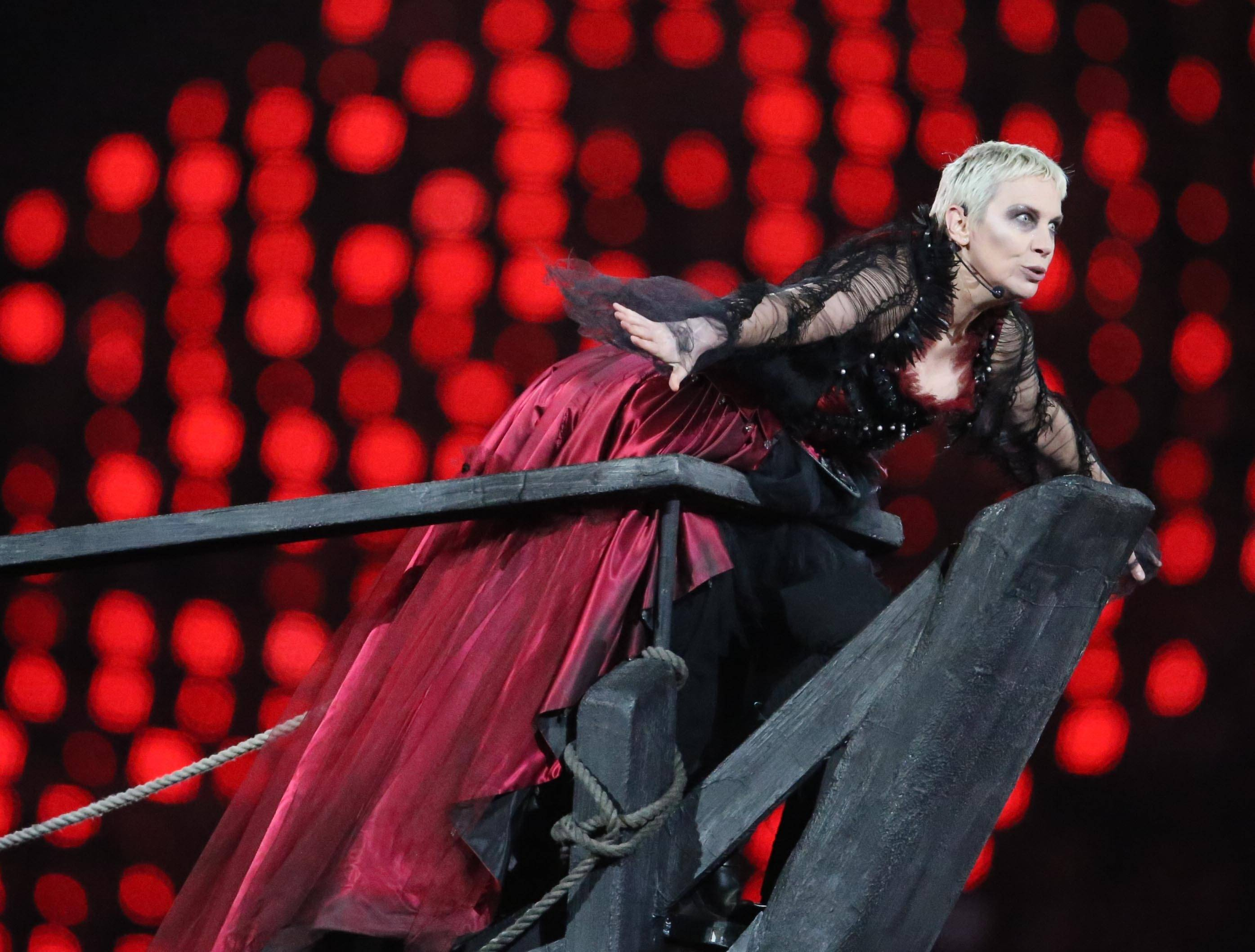 Photo taken on August 12, 2012 shows Annie Lennox performing at the Closing Ceremony of the London 2012 Olympic Games at the