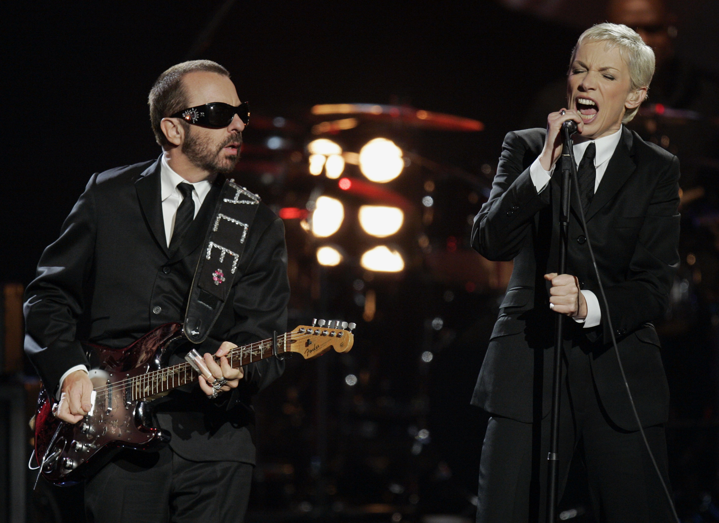 Dave Stewart, left, and Annie Lennox, of Eurythmics, perform during the 33rd annual American Music Awards in Los Angeles on T