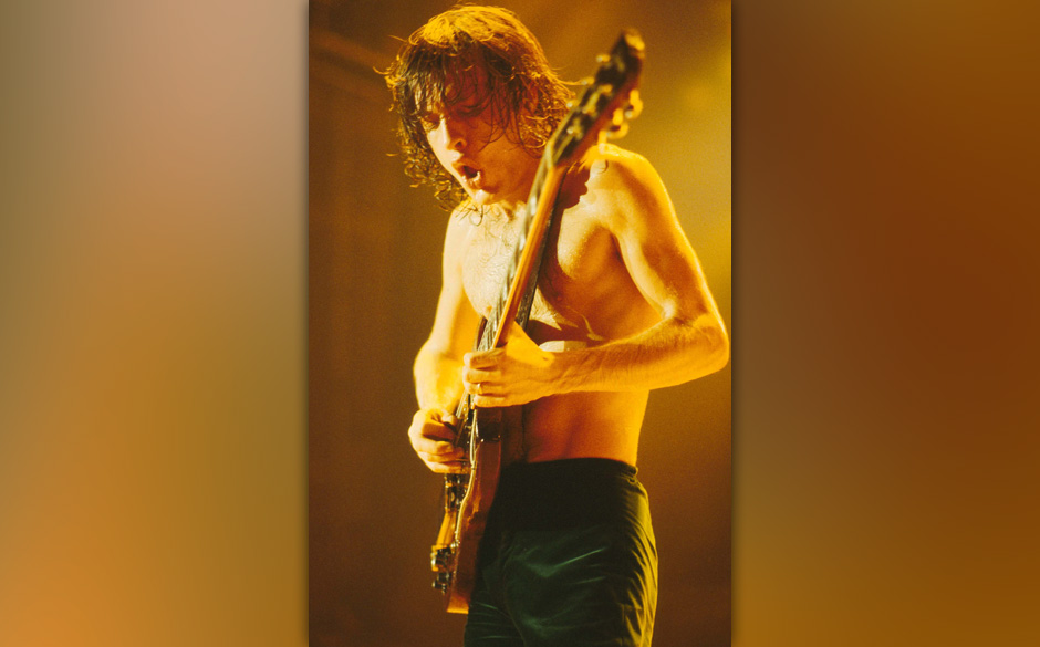 AC/DC (ANGUS YOUNG)