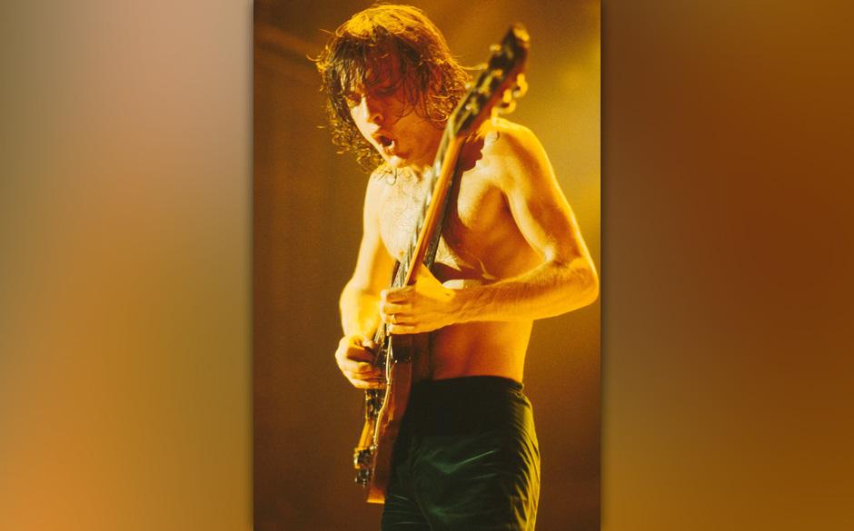 AC/DC (ANGUS YOUNG)© MICHAEL PUTLAND / RETNAUKCREDIT ALL  USES
