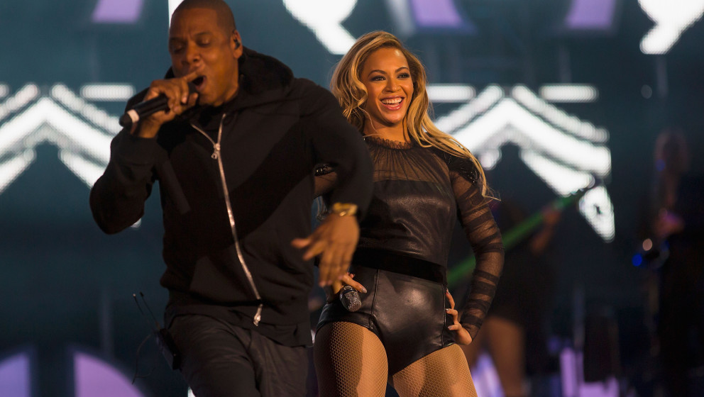 LONDON, ENGLAND - JUNE 01:  (EXCLUSIVE COVERAGE. HIGHER RATES APPLY) JAY-Z joins Beyonce on stage for 'Crazy In Love' at the