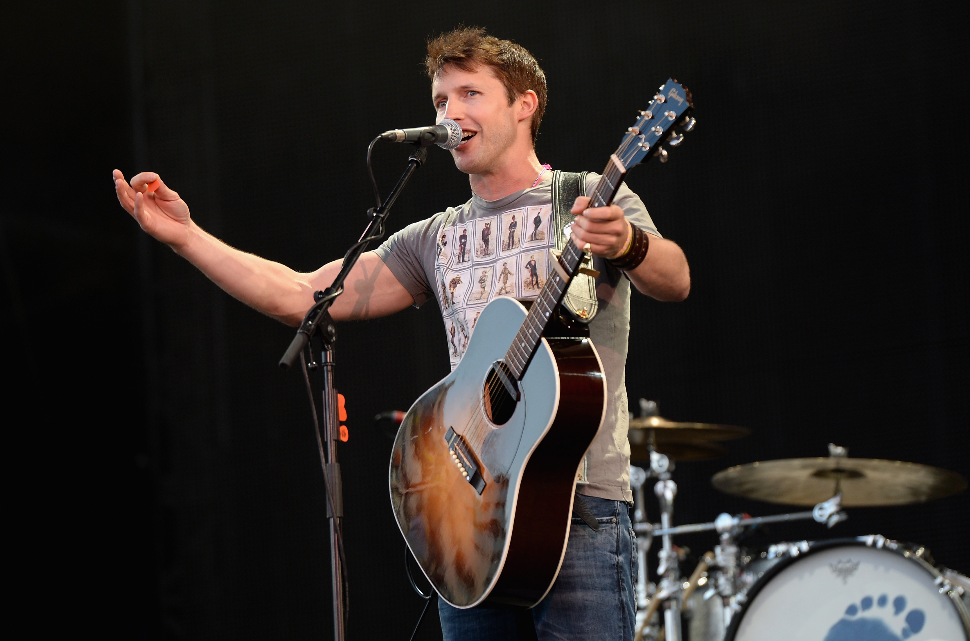 LONDON, ENGLAND - SEPTEMBER 14:  James Blunt performs onstage during the Invictus Games Closing Concert at the Queen Elizabet
