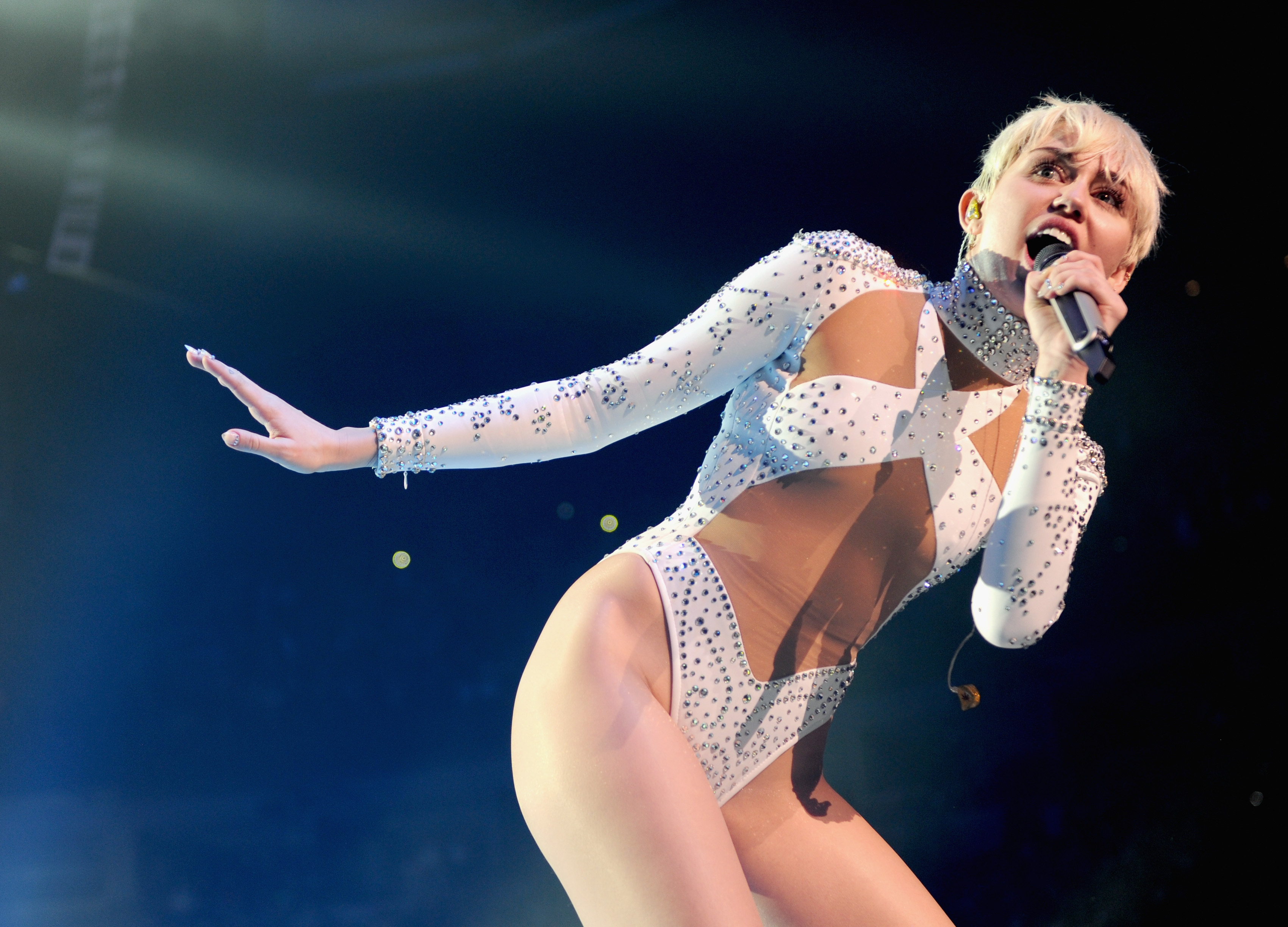 VANCOUVER, BC - FEBRUARY 14:  (EXCLUSIVE COVERAGE) Miley Cyrus performs onstage during her 'Bangerz' tour at Rogers Arena on