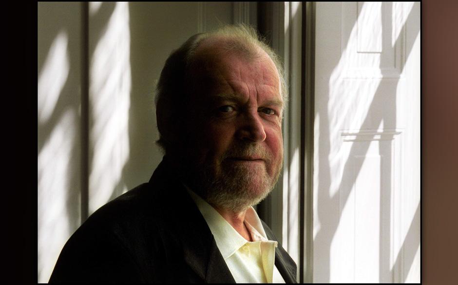 NETHERLANDS - APRIL 29:  Photo of Joe COCKER; 29-4-2002 Amsterdam, Joe Cocker  (Photo by Paul Bergen/Redferns)