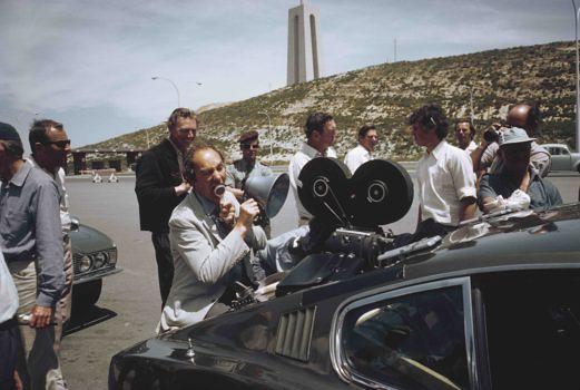 Regisseur Peter R. Hunt (1925 - 2002) on location in Portugal
