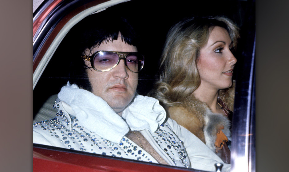 Elvis Presley with girlfriend Linda Thompson (Photo by Tom Wargacki/WireImage)