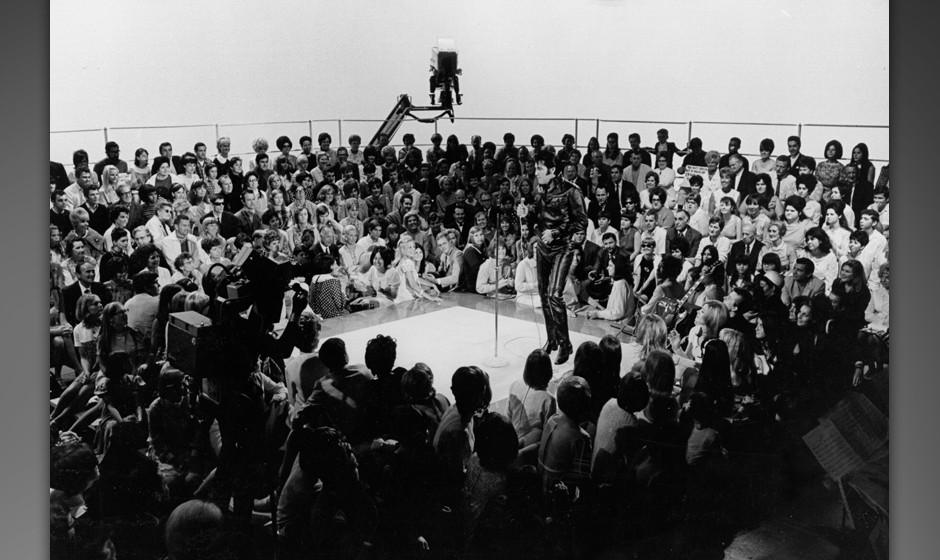 BURBANK, CA - JUNE 27: Rock and roll musician Elvis Presley performing on the Elvis comeback TV special on June 27, 1968. (Ph