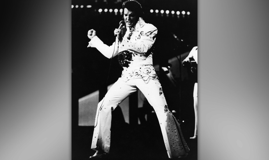 UNITED STATES - JANUARY 14:  HONOLULU  Photo of Elvis PRESLEY, Elvis Presley performing live onstage at 'Aloha From Hawaii' c