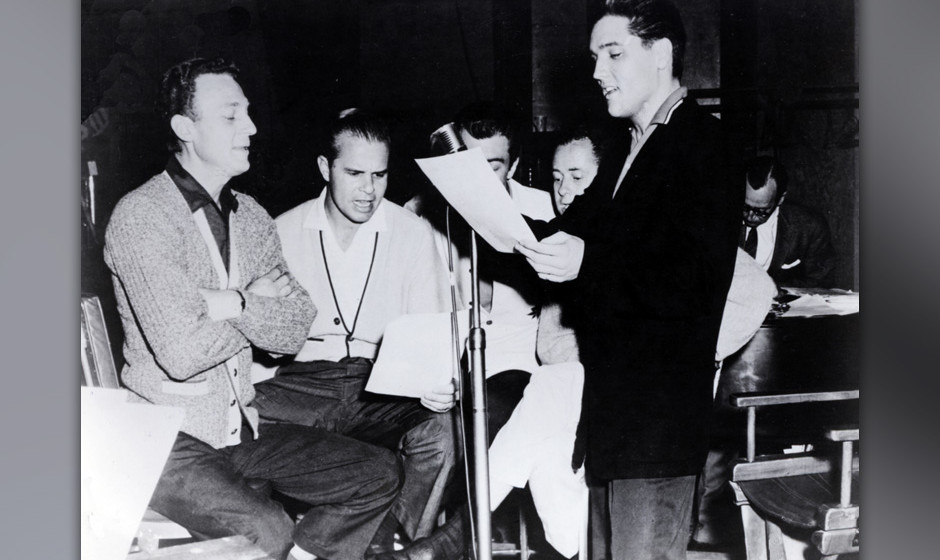 UNITED STATES - JANUARY 01:  (AUSTRALIA OUT) USA  Photo of JORDANAIRES and Elvis PRESLEY, with the Jordanaires, c.1956/1957,