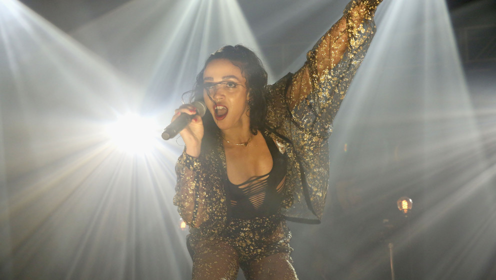 MIAMI, FL - DECEMBER 04:  FKA twigs performs at the YoungArts and III Points presents FKA Twigs on The YoungArts Campus on De