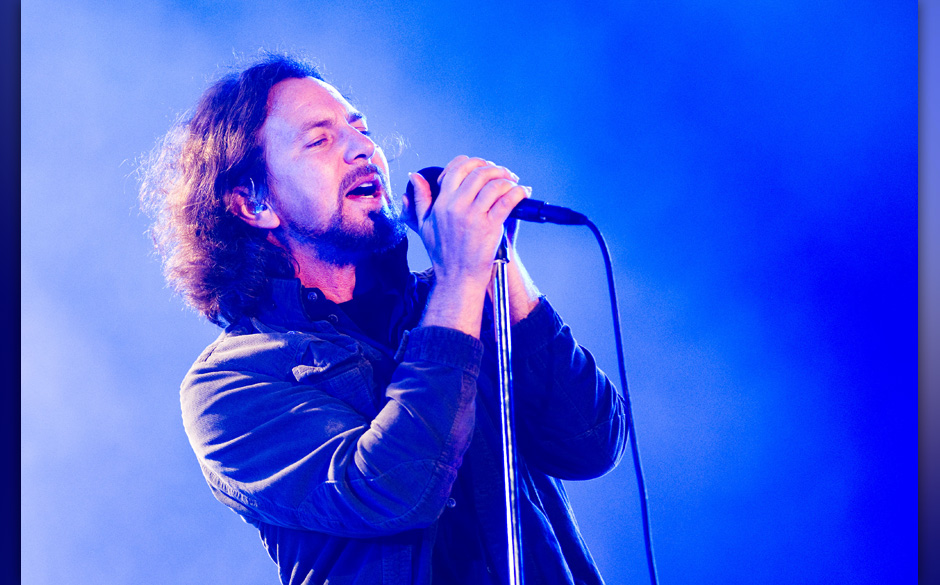 NEWPORT, UNITED KINGDOM - JUNE 23:  (EUROPEAN SALES  ONLY) Eddie Vedder of Pearl Jam performs on the main stage as the headli