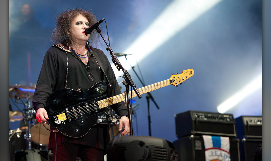 CHICAGO, IL - AUGUST 04:  Robert Smith of The Cure performs during Lollapalooza 2013 at Grant Park on August 4, 2013 in Chica