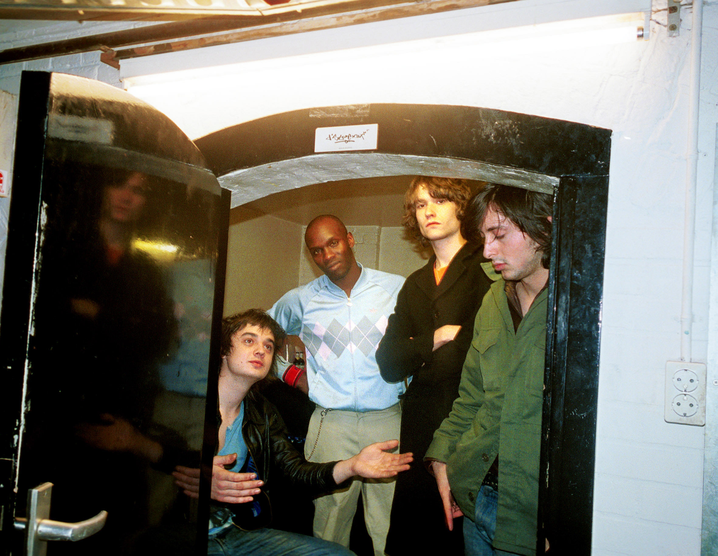 (NETHERLANDS OUT) NETHERLANDS - AUGUST 16:  Photo of Pete DOHERTY and LIBERTINES and Carl BARAT and John HASSALL and Gary POW