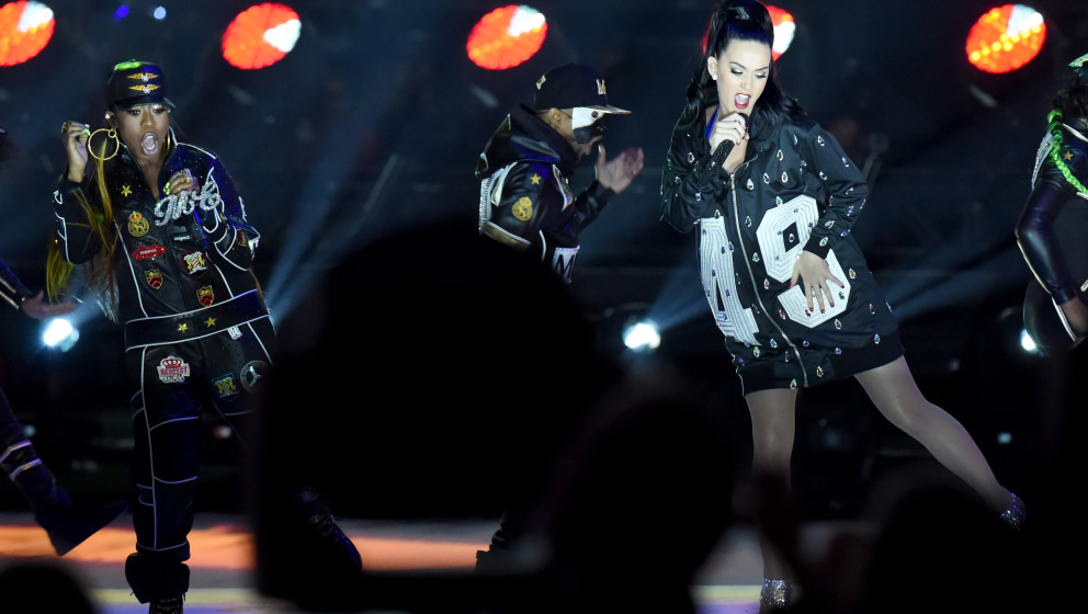 GLENDALE, AZ - FEBRUARY 01: Katy Perry and Missy Elliott performs during the Pepsi Super Bowl XLIX Halftime Show at Universit