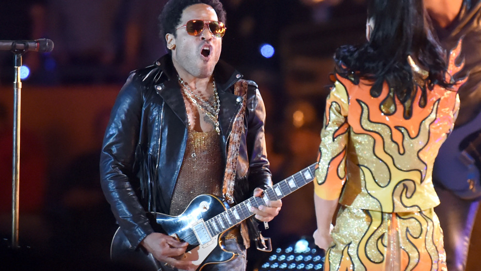 GLENDALE, AZ - FEBRUARY 01: Lenny Kravitz and Katy Perry performs during the Pepsi Super Bowl XLIX Halftime Show at Universit